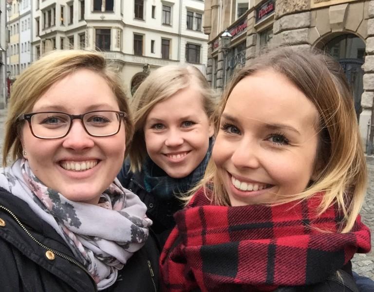 Selfie nach erfolgreichem Pitch: Nachwuchs-Formatentwicklerinnen Katharina Pingel, Anne Kolberg und Isabel Häfner.